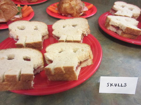 skull bread pirate party idea 35