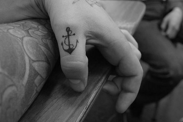 41 small black anchor on thumb