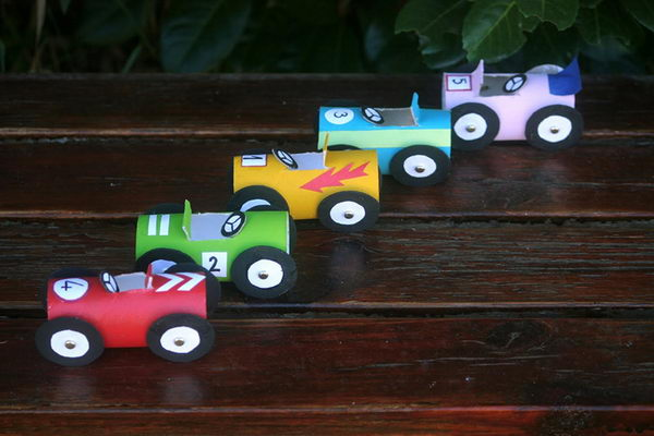 13 diy race cars craft http://hative.com/homemade-transport-toilet-paper-roll-crafts/