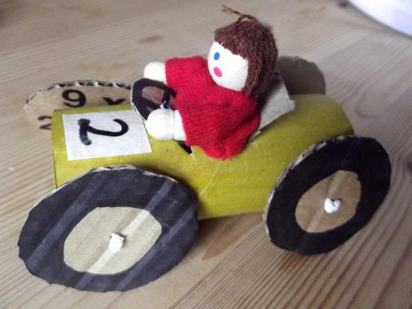 14 diy cardboard car http://hative.com/homemade-transport-toilet-paper-roll-crafts/