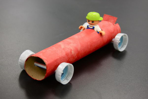 16 diy green art car http://hative.com/homemade-transport-toilet-paper-roll-crafts/