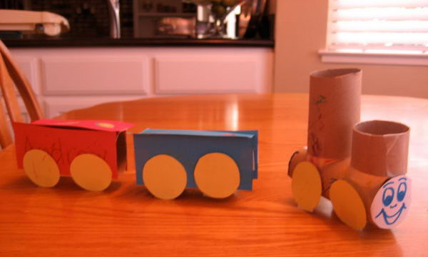 19 diy toilet roll trains http://hative.com/homemade-transport-toilet-paper-roll-crafts/