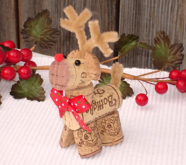50 homemade wine cork crafts hative - Deco de noel naturelle ...