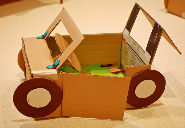 Carro Feito Com Garrafa Pet >> 30 Creative DIY Cardboard Playhouse Ideas - Hative