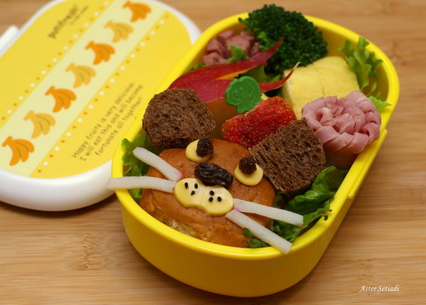 32 a mouse in a bento
