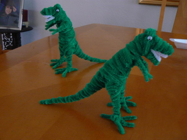 16 pipe cleaner dinosaur