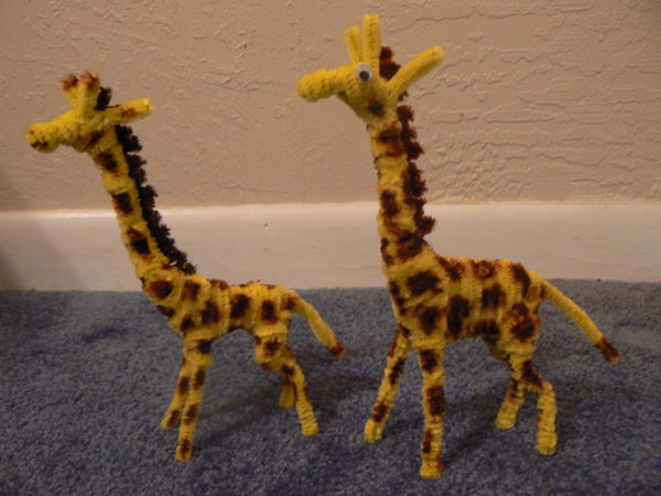 23 pipe cleaner giraffes