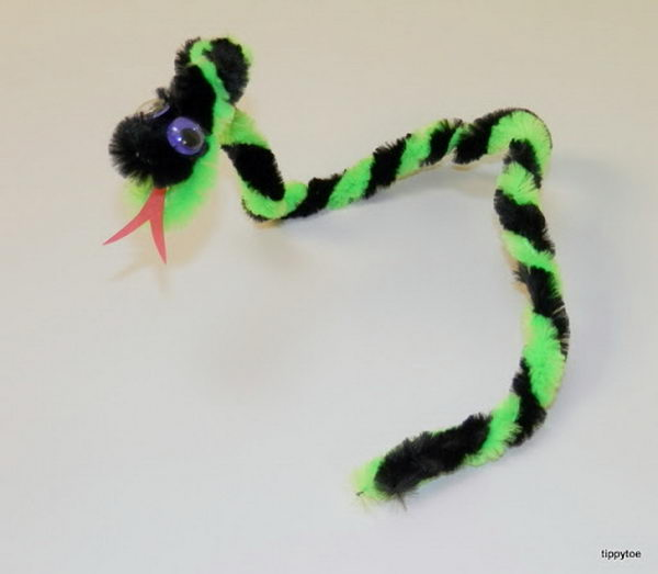 24 slithering snake http://hative.com/pipe-cleaner-animals-for-kids/