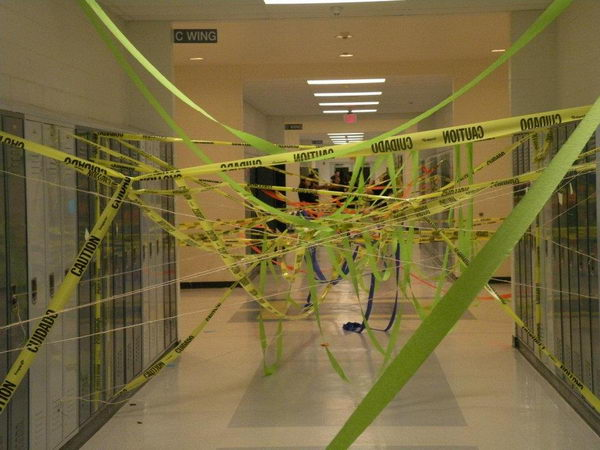 18-ribbons-in-the-hallway