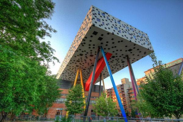 Ontario College of Art and Design (Toronto, Canada).