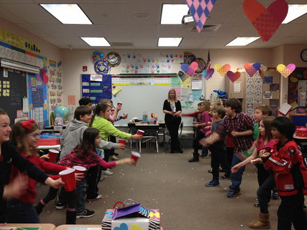 Marshmallow Toss as a 15 Minute to Win It Party Game. The kids partnered up and stood about 6 feet apart. One partner had a cup and the other a handful of marshmallows. The object was to see how many marshmallows each team could collect in their cup in just one minutes' time.
