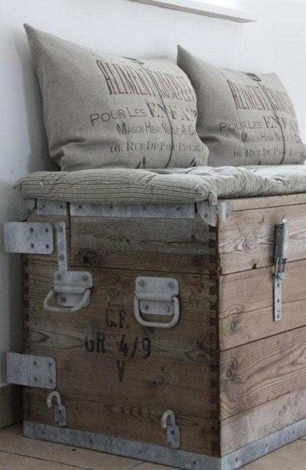 Wooden Trunk Bench Primitive Decorating Idea,