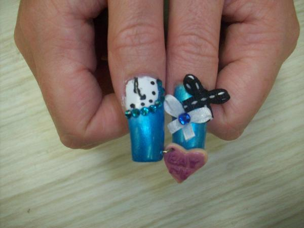 Alice Nails Thumbs, 3D nail art is a technique for decorating nails that creates three dimensional designs.