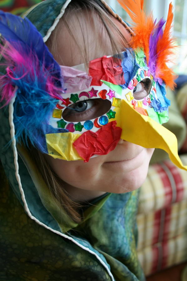 Cool Bird Mask. DIY Halloween Mask Crafts for Kids, which are embellished in rich colors and fine design. They are perfect props for Halloween pretend play which fosters imagination and creativity in children.