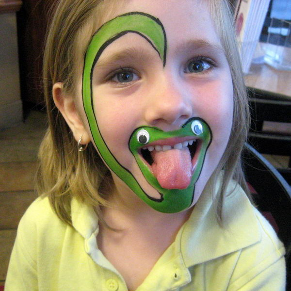 Snake. Cool Face Painting Ideas For Kids, which transform the faces of little ones without requiring professional quality painting skills.