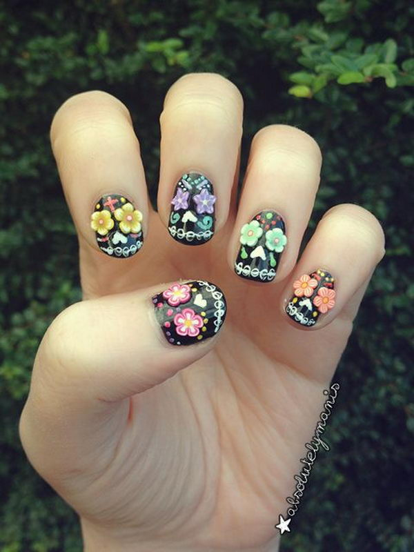 Black Sugar Skulls. Cool Halloween Nail Art which show off your spooky spirit during the freakish festivities.