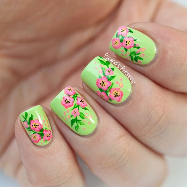 30 pretty flower nail designs hative pretty flower nail art these flower designs are so cute and make a regular manicure freerunsca