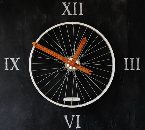 Yardsticks make the perfect hands on a bicycle wheel clock. Rulers are not only used to measure things but also can be used to create some creative things. Perfect for back to school or teacher gifts.