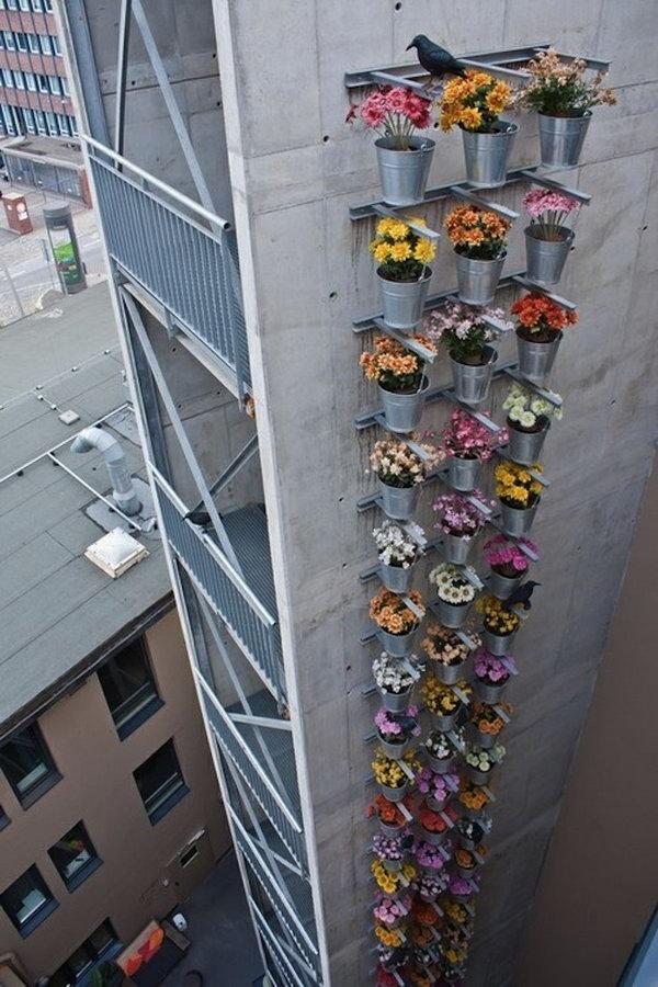 20 cool vertical gardening ideas hative for Vertical garden tower