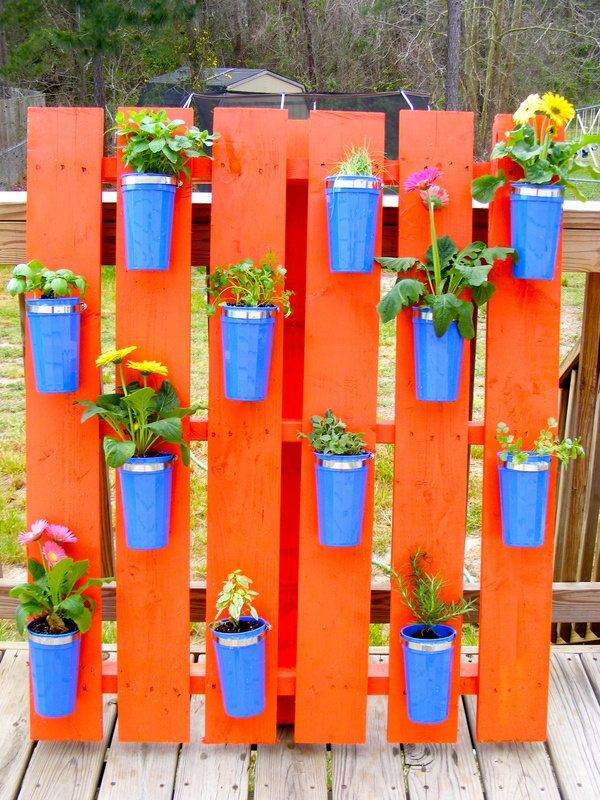 Pallet herb garden using dollar store cups. It allows plants to extend upward rather than grow along the surface of the garden. Doesn't take a lot of space and look so beautiful at the same time.