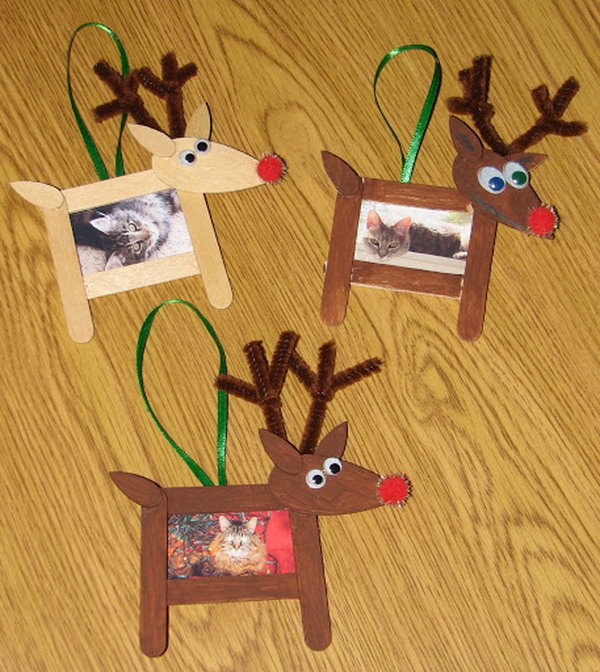 Use popsicle sticks to create reindeer shaped photo frame ornaments for Christmas.