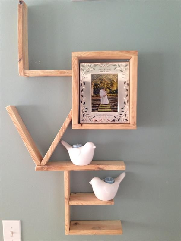 diy pallet love wall shlelf
