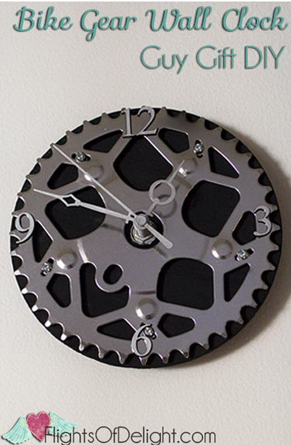 This DIY bike gear wall clock makes a unique gift for anyone who is a bicyclist.
