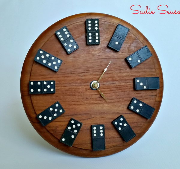 Wall clock made from old wooden dominos and round cutting board. A cool gift idea for someone who loves playing Dominos.