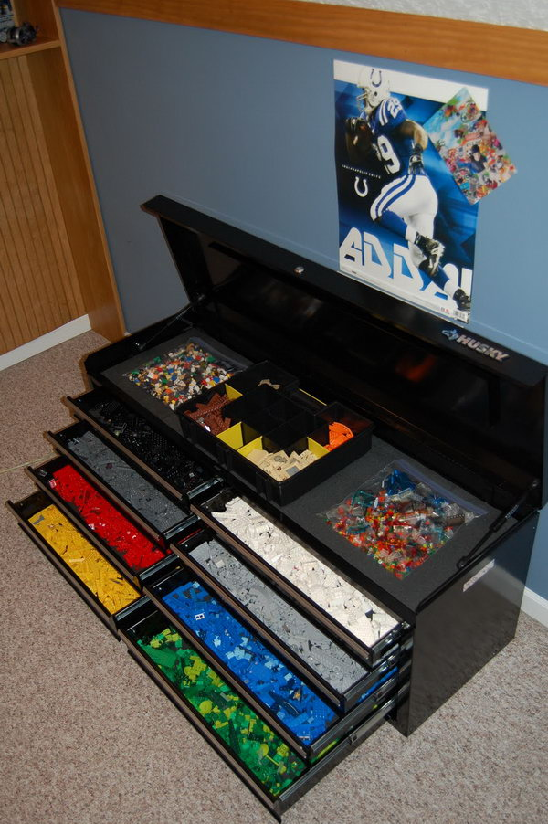 This tool box storage with stacked drawers keep LEGO collection sorted by color. It's perfect in form and function.