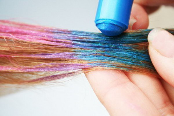 Hair Chalk. Hair Chalk is a wonderful present for teenager friends. Teenagers like to express their personalities by changing their look and hair chalk is a perfect article for them to do that.