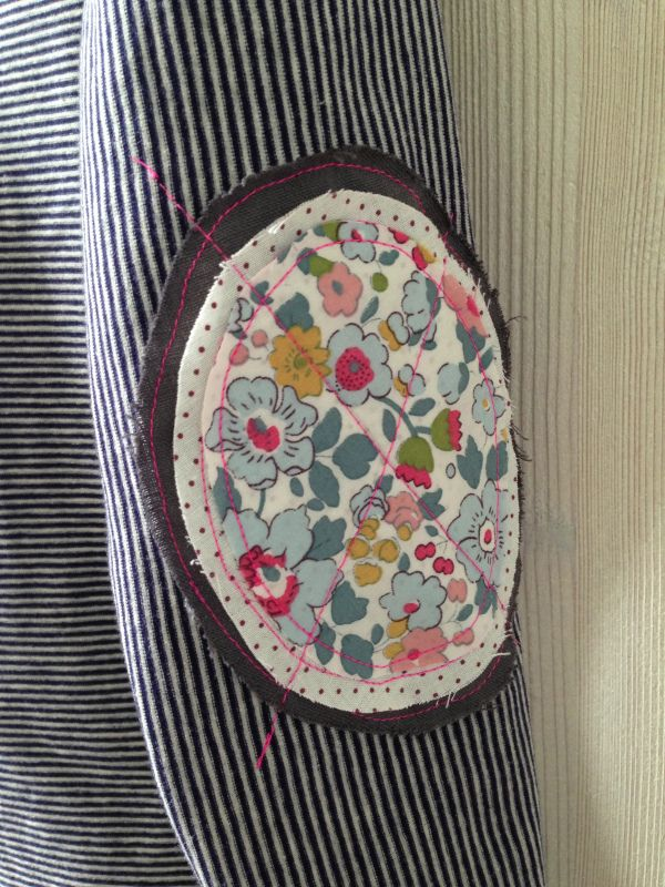 Flower Elbow Patch. Create a style of intelligence, distinction and romantic fashion. Give your old sweater or jacket a new life.