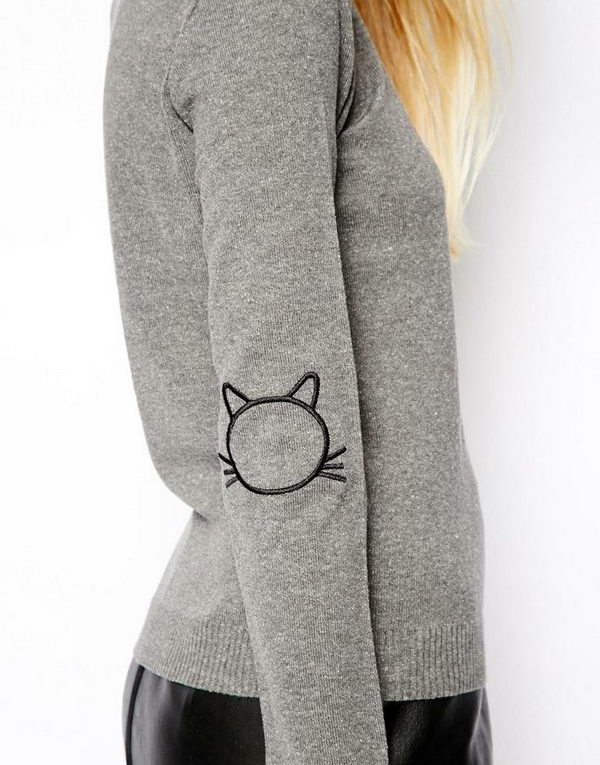Sweater With Cat Elbow Patches. Create a style of intelligence, distinction and romantic fashion. Give your old sweater or jacket a new life.