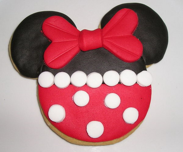Any kids must be impressed by this Red Minnie Mouse Sugar Cookies for its cute shape and fun flavor. Each cookie is decorated with vanilla flavored fondant and wrapped with a clear cellophane bag and tied with a beautiful ribbon. http://hative.com/cute-minnie-mouse-party-ideas-for-kids/