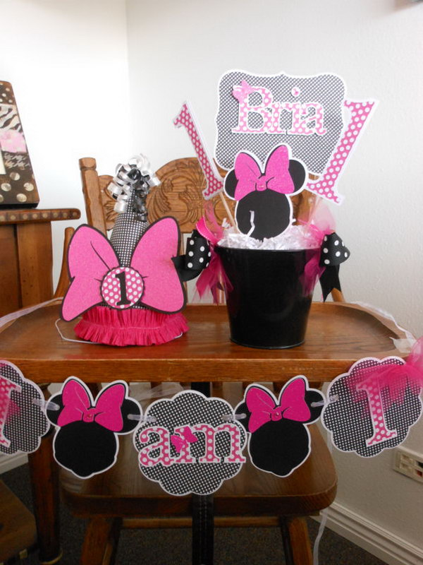 This amazing party package of matching decorations may make your purchasing process easier by saving your efforts from combined order. All the items can be specialized for your dear kids by wring their names on these adorable items. http://hative.com/cute-minnie-mouse-party-ideas-for-kids/