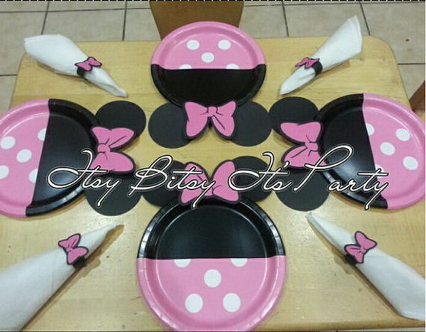A fantastic way to refresh your party supply. These girly Minnie Mouse Polka dot plates will be a hit on your party with all girls and Mommies! Just add them on tables and your setting look will change inmediately! http://hative.com/cute-minnie-mouse-party-ideas-for-kids/