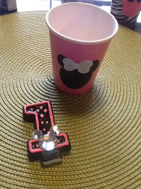 The beautiful pink favor cup with Mouse heads hand painted on them and a candle painted black and pink with a rhinestone Minnie. They must be the perfect combination for any Minnie Mouse themed party. http://hative.com/cute-minnie-mouse-party-ideas-for-kids/