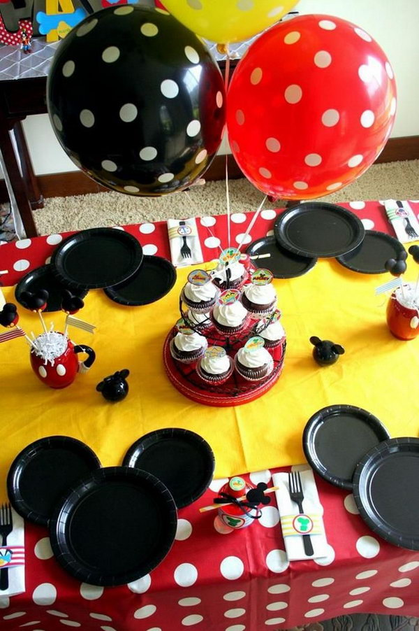 This party is so much fun. I just wonder how the black paper plates were used to make a Mickey Mouse silhouette. It's really such a wonderful artpiece full of creative ideas. http://hative.com/cute-minnie-mouse-party-ideas-for-kids/