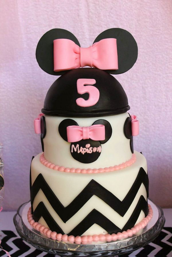 Wow, such a gorgeous Mickey mouse shaped cake, this multi layer cake combines cute Mickey mouse head as well as bows. Well, the kids just can't wait to bite a bit of it. http://hative.com/cute-minnie-mouse-party-ideas-for-kids/