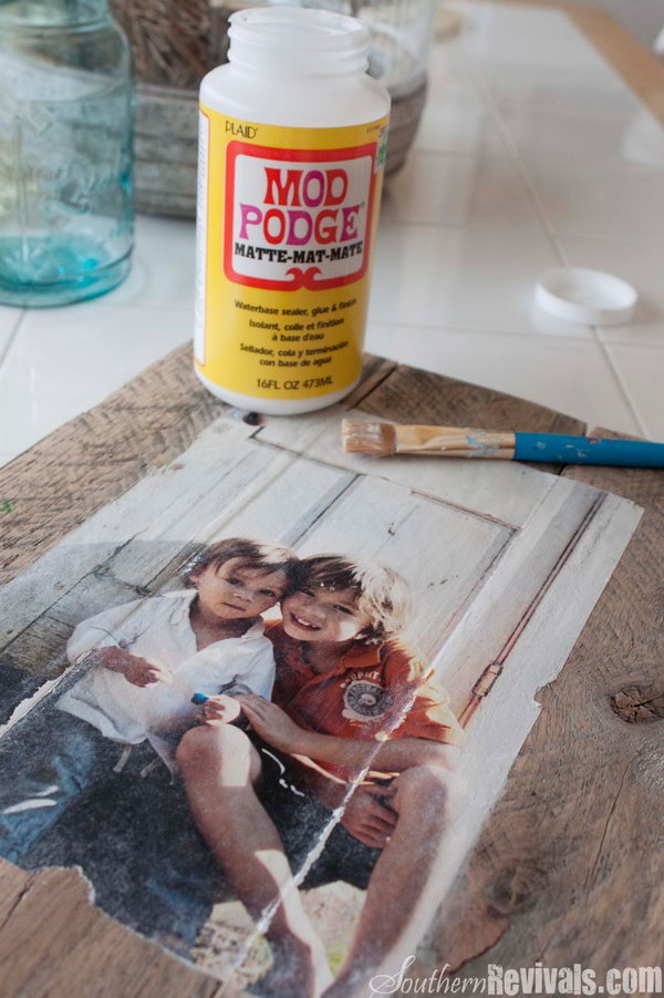 Cool and easy diy mod podge crafts hative for Modge podge ideas