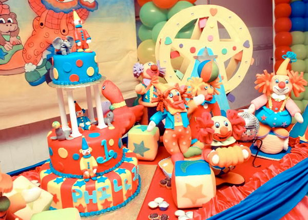 What A Great Circus And Crown Themed Birthday Party This Has Every Detail Babies