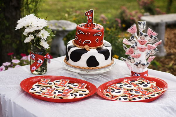 This little farm themed party is just so cute. I love the darling little cow cake from it! This party is adorable and could be the perfect theme for a baby boy.