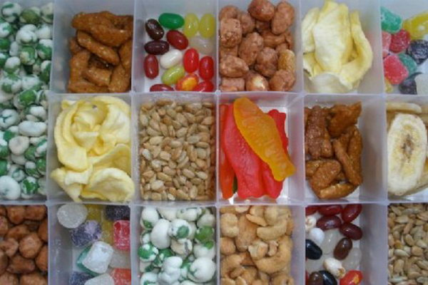Snack box.We usually take along all types of snacks during the travel. It will take up much space in the car if you pack big bulky packages and bags or boxes. So making a snack box like is very essential. You can also store it under the seat to spare space in the car.