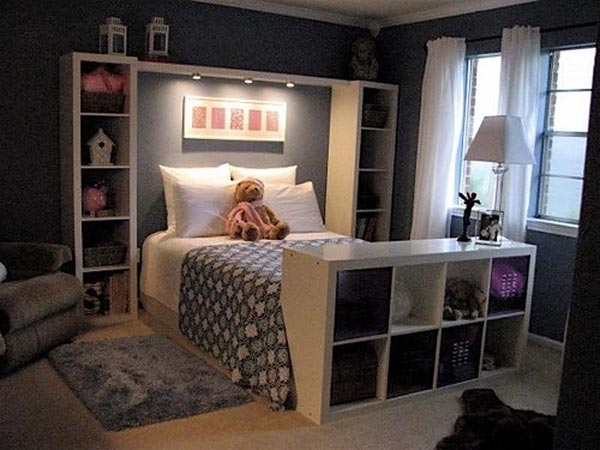 the lighting design of this bedroom is a good choice for people who have a habit