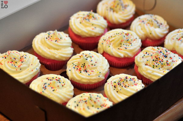 Cupcakes. It is a great gift idea to cook or bake some food for your mom on her birthday or other special days. Making Cupcakes is one of the best choices.