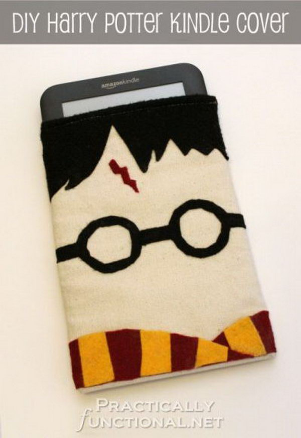 DIY Harry Potter Kindle Case. Are you a fan of Harry Potter? Here's a step by step tutorial to make your own kindle cover with felt embellishments.
