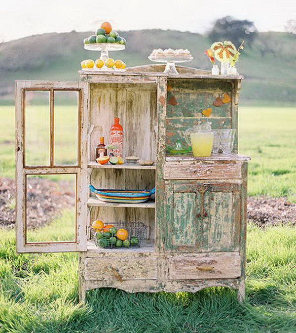 Ginger Lime Margarita Drink Station. Serve the guests with this ginger lime margarita drink station for a visual treat as well as cool beverage to drink. Stir the squeezed juice, rub lime wedge along the rim and dip it into the graham cracker sugar mixture for garnishment.