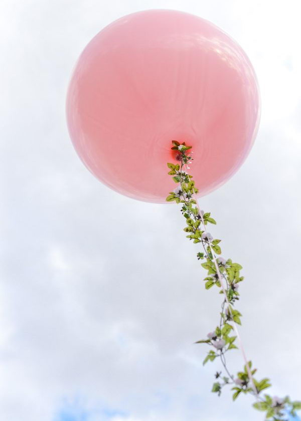 Pink Balloon Spring Decoration. What makes this eye catching is the floral garlands adding to the large sized pink balloon. Try this creative Easter decoration idea to add some spring flavor, it's so wonderful!