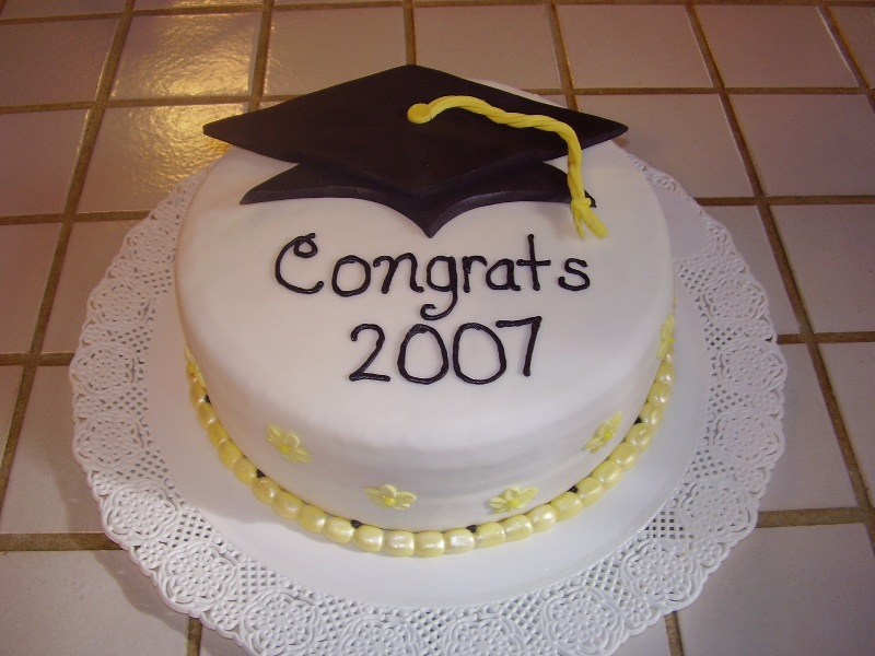Simple Cake Designs For Graduation : 25 Cool Graduation Cake Ideas - Hative