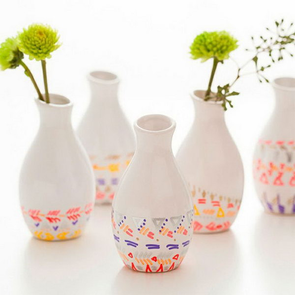 Paint Pen Dipped Vases Kit. These paint pen dipped vases are perfect to spruce up the graduate's room décor. You can add it for beautiful decoration with low cost. http://hative.com/graduation-gift-ideas/