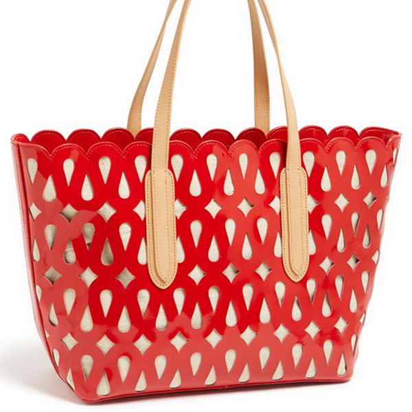 Laser Cut Tote. Stand out your graduation gift from ordinary ones with this laser cut tote. It will definitely spice up your graduate's gift collection for its beautiful design and outlook. http://hative.com/graduation-gift-ideas/